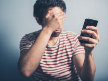 Shocked man with smart phone Stock Photography