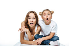Shocked mother and daughter Royalty Free Stock Photography
