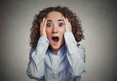 Shocked surpreendeu a mulher chocado Imagens de Stock