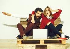 Shocked young couple use laptop Royalty Free Stock Image