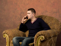 Shocked young man listening to a mobile call Royalty Free Stock Photography