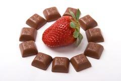 Shocolate um Erdbeere Lizenzfreie Stockbilder