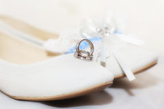 Shoe, ring and accessories before her wedding Royalty Free Stock Photography