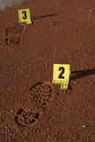 Shoe spår på den brotts- platsen Royaltyfria Bilder