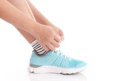 shoelaces som binder kvinnan Royaltyfri Fotografi