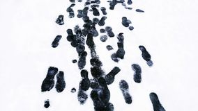 Shoeprints dans la neige Photos stock