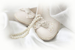 Shoes and pearls on fabric Royalty Free Stock Photography