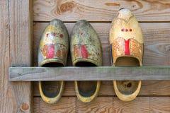 shoes trä royaltyfri foto