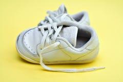 shoes ut slitet arkivbilder