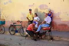 Shoeshine auf bunter Straße, Tinidad, Kuba Lizenzfreies Stockfoto