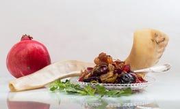 Shofar με μια μαρμελάδα ροδιών και φρούτων Στοκ εικόνες με δικαίωμα ελεύθερης χρήσης