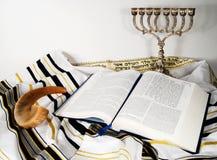 Shofar, Tallit e libro aperto Fotografia Stock Libera da Diritti