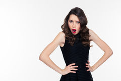 Shoked störte hübsche Frau mit hellem Make-up im Retrostil Lizenzfreie Stockfotografie