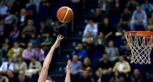 Shooting del baloncesto Imagen de archivo libre de regalías