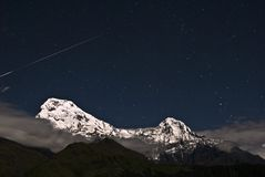 Shooting Star Over The Snow Mountain Royalty Free Stock Images