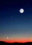 Shooting Stars i natthimmel Royaltyfri Bild