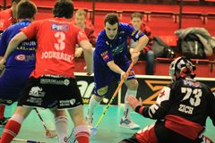 Shooting Zdenek Zak in floorball Royalty Free Stock Image