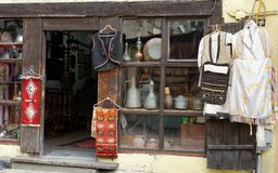 Shop antique rugs and dishes in Istanbul Stock Photography