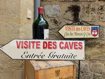 Shop, der Wein nahe sant Emilion in Frankreich verkauft Lizenzfreie Stockbilder
