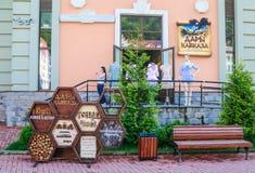 Shop-Geschenke von Kaukasus Rosa Khutor-Skiort Stockbilder