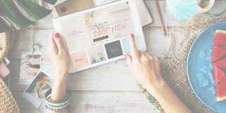 Shop-jetzt Handels-Werbungs-Verbraucher-Verkaufs-Konzept stockbild
