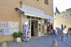 Free Shop Of Tourist Souvenirs In The Fortified City Of Carcassonne Stock Photos - 100375523