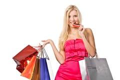 Shopaholic。 可爱的妇女的照片有购物袋的 库存图片