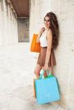 Shopaholic Amour d'achats Belle femme heureuse avec des sacs Images libres de droits