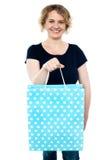Shopaholic female holding shopping bag Royalty Free Stock Photos