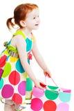 Shopaholic liten flicka arkivbild