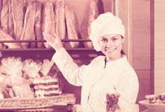 Shopgirl working in bakery Royalty Free Stock Photos