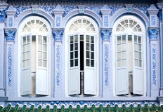 Shophouse Windows, Singapore Royaltyfria Foton