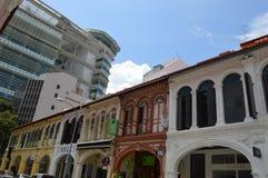 Shophouses brilhantemente coloridos tradicionais na rua de Purvis Imagem de Stock