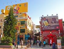Shophouses przy Rua da Cunha sprzedawania pamiątką i przekąską Zdjęcia Stock