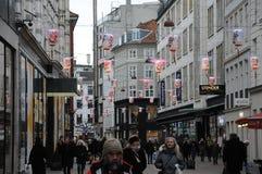 SHOPING用中国灯装饰的企业街道 免版税图库摄影