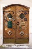 Shoppa dörrar som dekoreras med bildramar Royaltyfri Bild