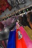 shoppa för 2 kläder royaltyfria foton