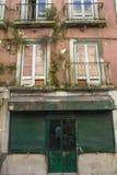 Shoppa framdelen i Lissabon Arkivfoton
