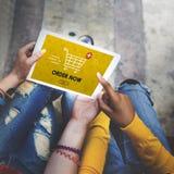 Shoppa grafiskt köpbegrepp för online-vagn arkivbilder