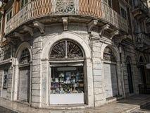 Shoppa i den gamla staden i den Korfu staden på den grekiska ön av Korfu Fotografering för Bildbyråer