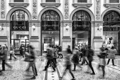 Shoppa i Milan, Italien Fotografering för Bildbyråer