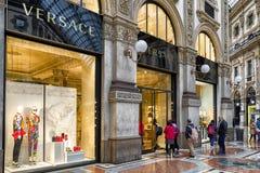 Shoppa i Milan, Italien Arkivbilder