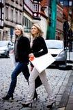 Shoppa i staden arkivfoto