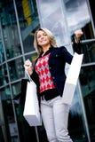 Shoppa i staden royaltyfri bild