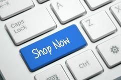 Shoppa nu - affärsidéen royaltyfria bilder