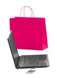 Shoppa och fungera över internet Arkivbilder