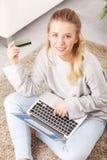 Shoppa online Royaltyfria Bilder