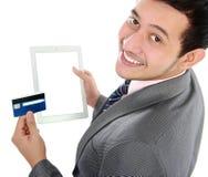 Shoppa Online med tableten Arkivbild