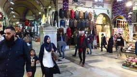 Shoppa på den storslagna basaren i Istanbul arkivfilmer