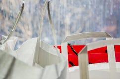Shoppa pappers- påsar arkivbild